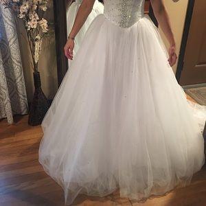 White ball gown dress